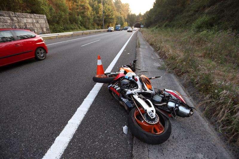 Imagen de archivo de una motocicleta accidentada. EFE/Archivo