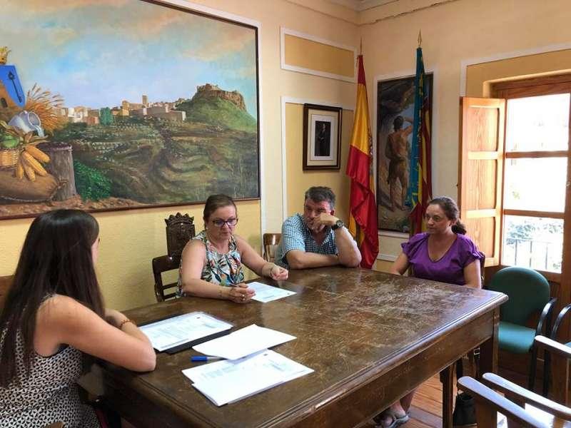 Ayuntamiento de Bejís presidido por la alcaldesa Mª José Madrid