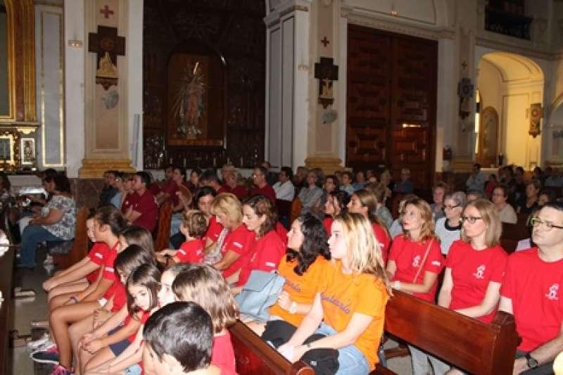 Los feligreses llenan la parroquia de San Jaime. EPDA