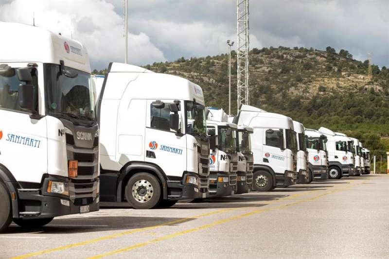 En la imagen, camiones en el aparcamiento de la empresa. EFE/Domenech Castelló/Archivo