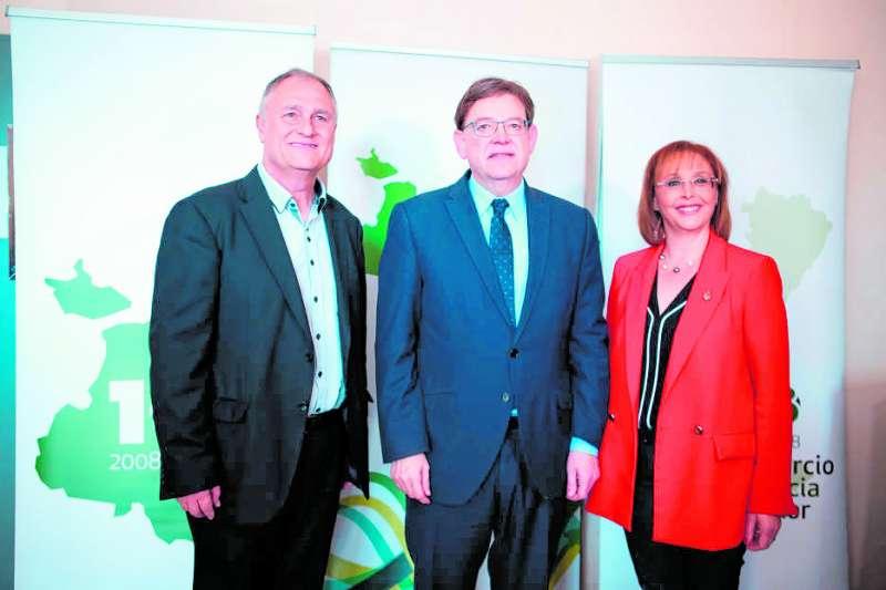 Manolo Civera (president del CVI), Ximo Puig (president de la Generalitat), Lola Celda (presidenta de la Mancomunitat del Camp de Túria)