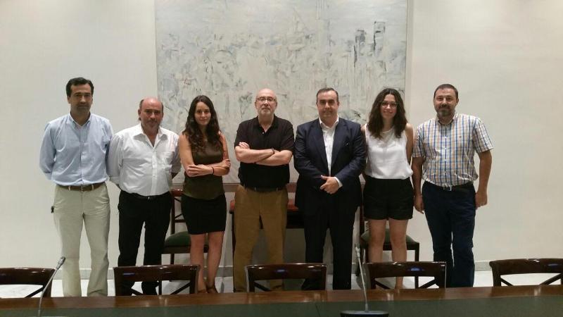 Los miembros de la Consellería de Transparencia y de la Asociación Transparencia
