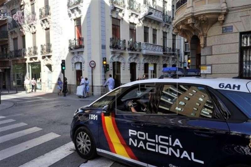Un coche de Policía Nacional de patrulla. EFE/Archivo