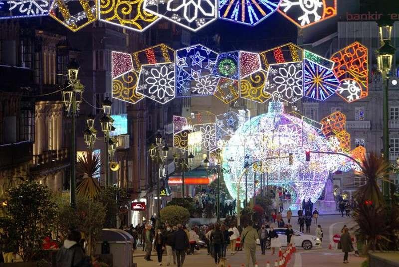 Alumbrado navideño en Vigo. EFE