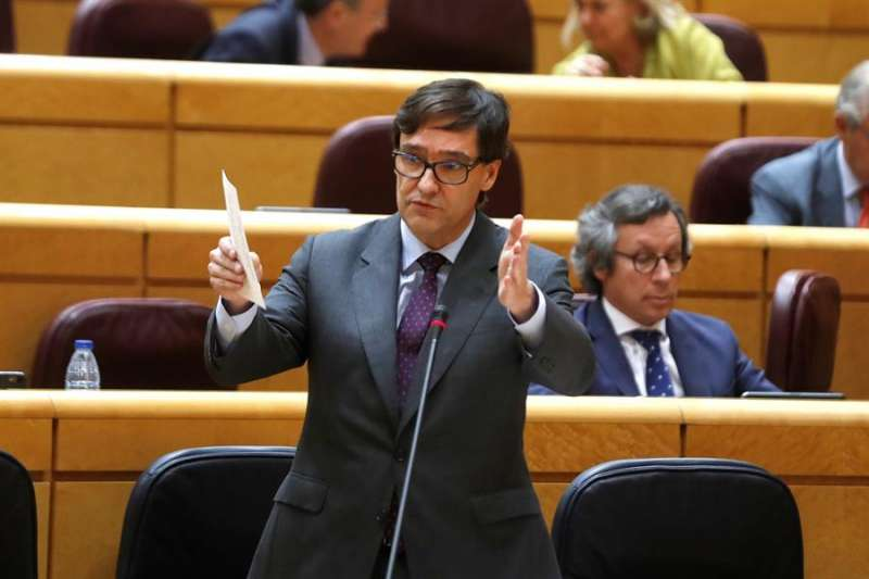El ministro de Sanidad, Salvador Illa, durante una sesión de control al gobierno en el Pleno del Senado en Madrid este martes. EFE/J.J. Guillén