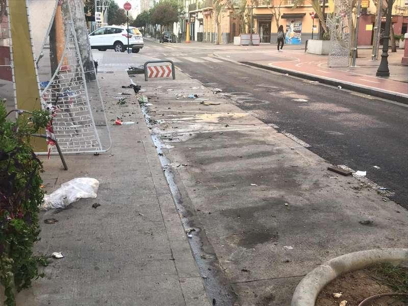 Las calles de Russafa amanecían sucias esta mañana