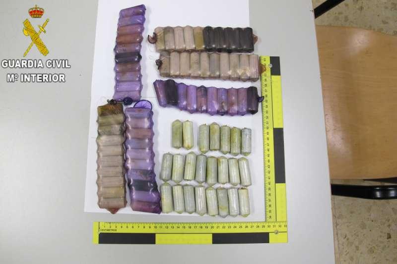 Cápsulas de cocaína incautadas por la Guardia Civil. EPDA