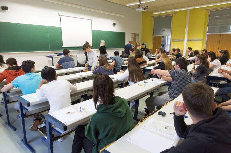 Alumnos de Bachillerato se disponen a comenzar las pruebas de la Evaluación para el Acceso a la Universidad. EFE