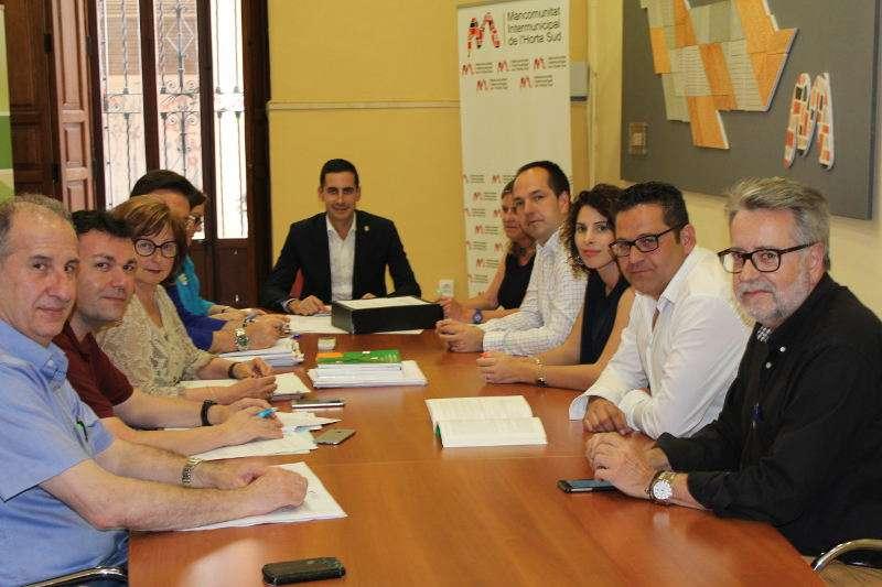 El presidente de la Mancomunitat Horta Sud, Carlos Fernández Bielsa, preside la Comisión de Cuentas. EPDA