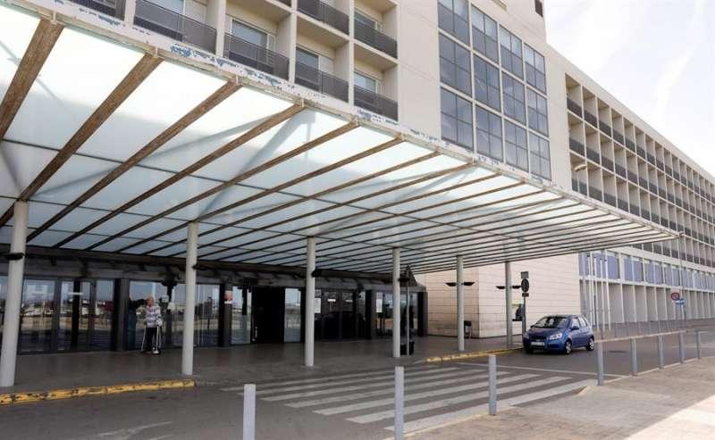 Vista general del Hospital de La Ribera, en Alzira (Valencia). EFE