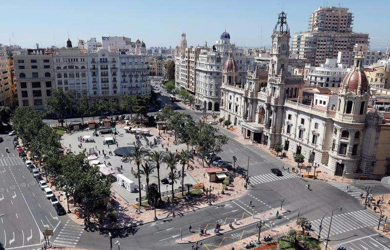 Vista general de la Plaza del Ayuntamiento de Valencia este sábado. EFE