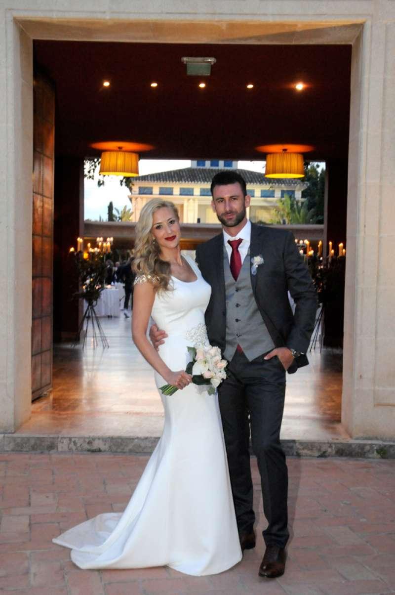 Una pareja en una boda en el Huerto de Santa María. EPDA