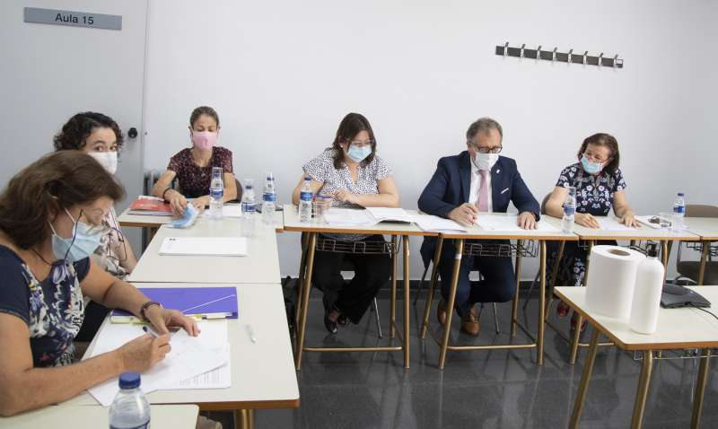 Reunión en la UNED. Foto: Archivo
