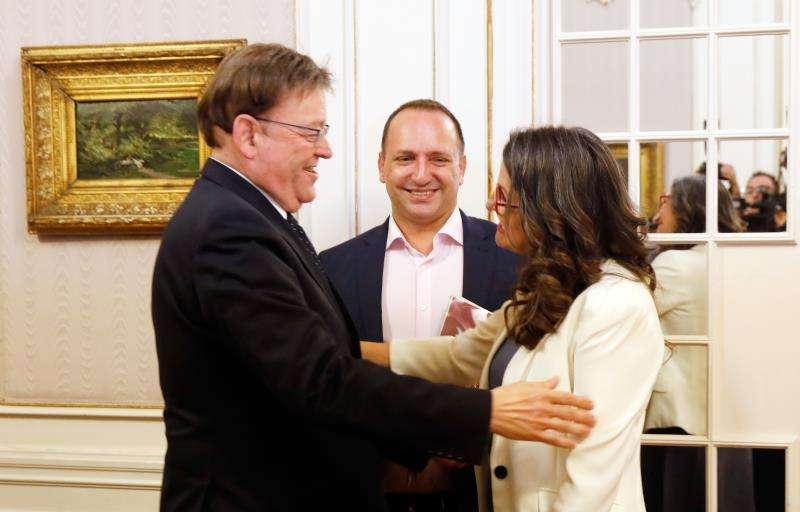 El president en funciones de la Generalitat, Ximo Puig (PSPV-PSOE), la vicepresidenta en funciones del Consell, Mónica Oltra (Compromís), y Rubén Martínez Dalmau (c), de Unides Podem-EU. EFE/Archivo