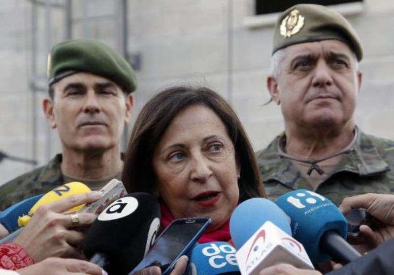 La Ministra de Defensa,Margarita Robles, atiende a los medios tras su visita al MOE (Mando de Operaciones Especiales). EFE