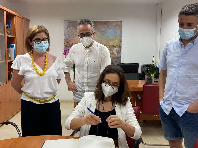 La actriz valenciana Rosana Pastor asiste al acto de clausura del Festival Vivir de Cine de Buñol en el homenaje a Berlanga