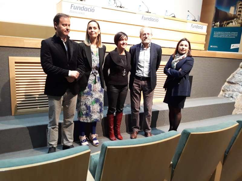 Responsables de Lafarge, Asecam y el Ayuntamiento de Sagunto con las dos finalistas.
