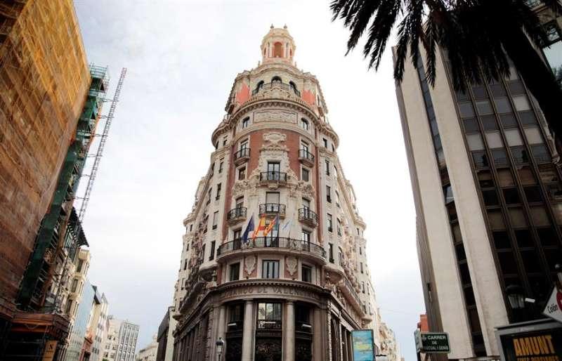 Vista general de la sede de Caixabank en València. EFE