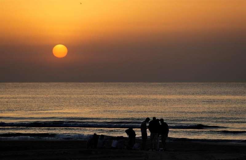 Imagen de archivo de la playa de la Malvarrosa de Valencia. EFE/Manuel Bruque/Archivo