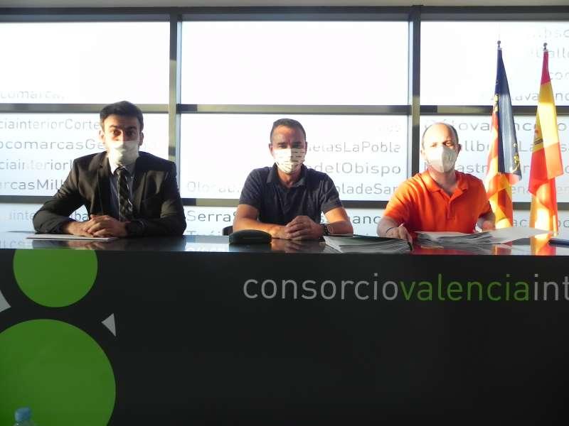 El gerente, el presidente y el director general de la Generalitat durante el encuentro. EPDA