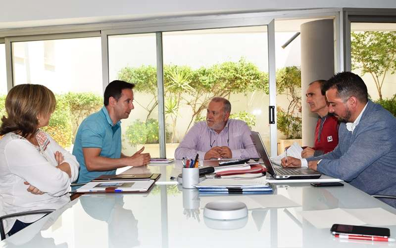 El alcalde de Foios, Sergi Ruiz, en una reunión en Conselleria. EPDA