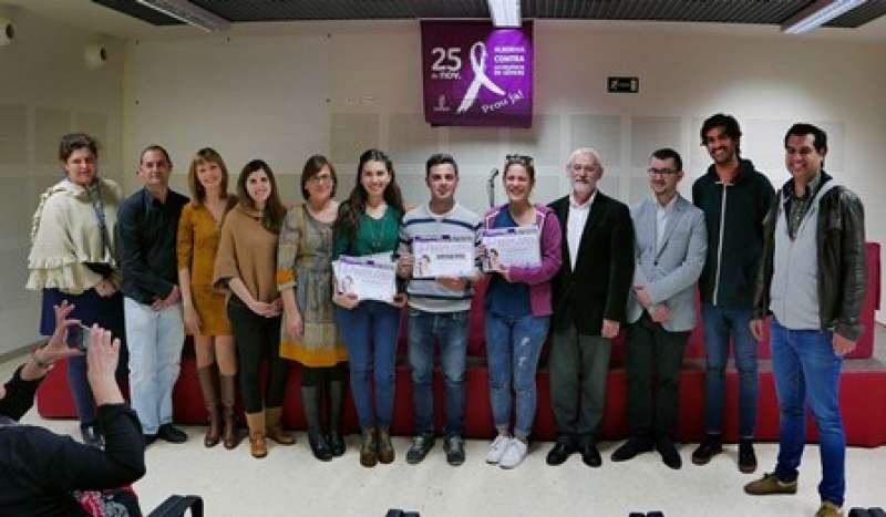 Los ganadores del certamen, con el alcalde de Alboraya y los miembros del jurado. EPDA