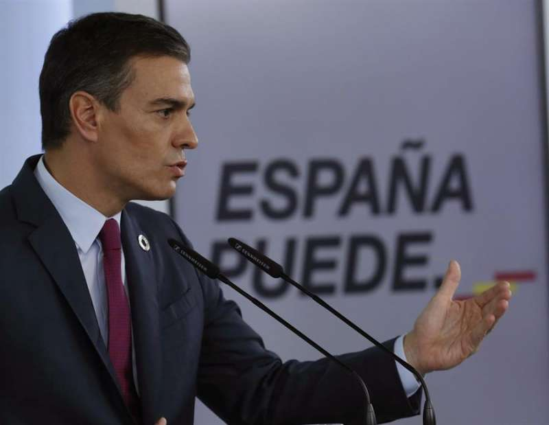 El presidente del Gobierno, Pedro Sánchez, en rueda de prensa ofrecida esta tarde en el Palacio de La Moncloa tras participar en la cumbre telemática del G20 organizada por Arabia Saudí. EFE/ Zipi