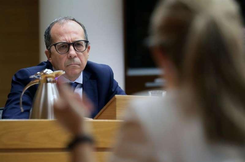 El presidente del consejo rector de la Corporación Valenciana de Medios de Comunicación, Enrique Soriano, en Les Corts. EFE/Ana Escobar