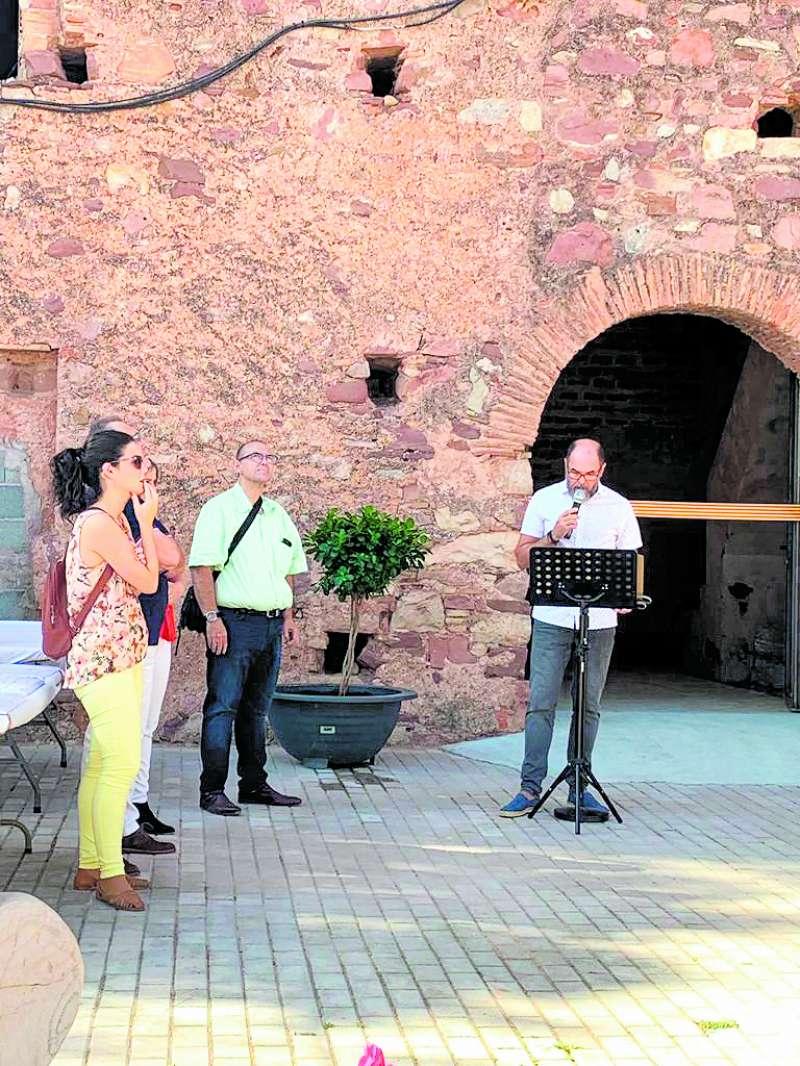 El regidor de Cultura durant la inauguració. EPDA