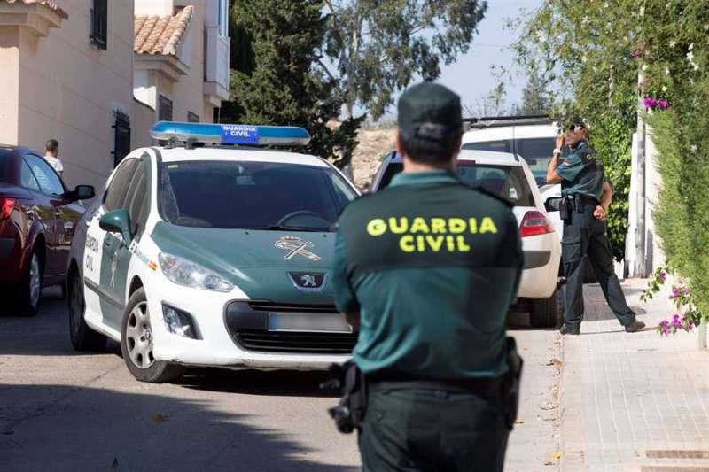 Agentes de la guardia civil en un caso de violencia machista. EFE/Archivo