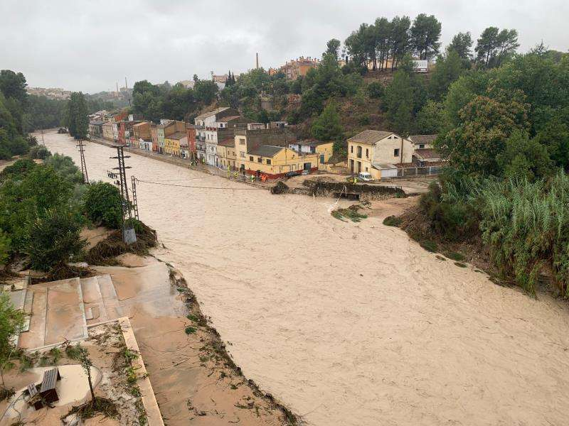 Una imagen del río Clariano desbordado hoy. EFE/Raquel Segura