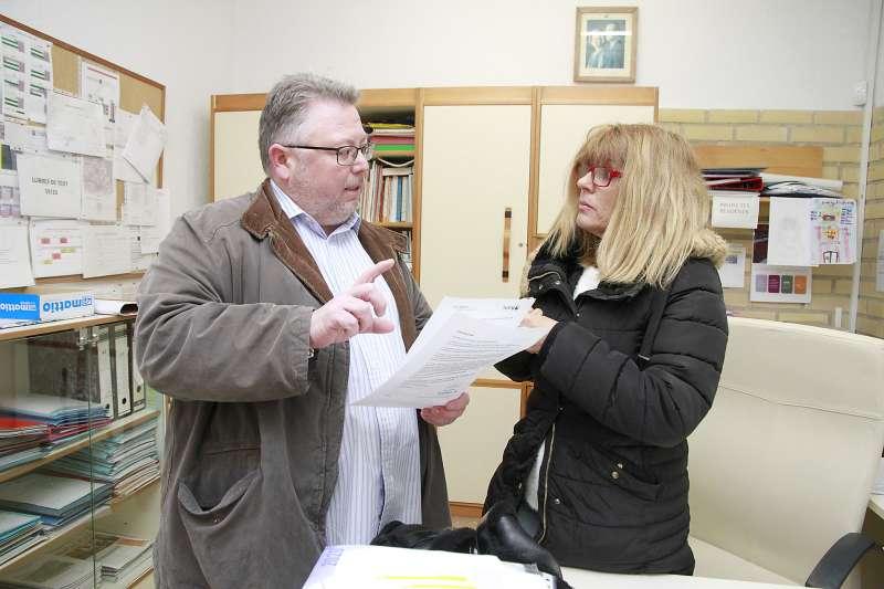 El concejal de Educación y la directora del centro educativo. EPDA