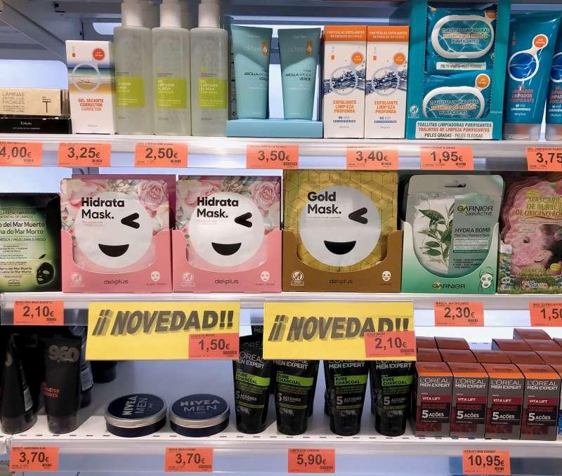 Las mascarillas faciales Hidrata Mask y Gold Mask, en el lineal de Perfumería de Mercadona. EPDA