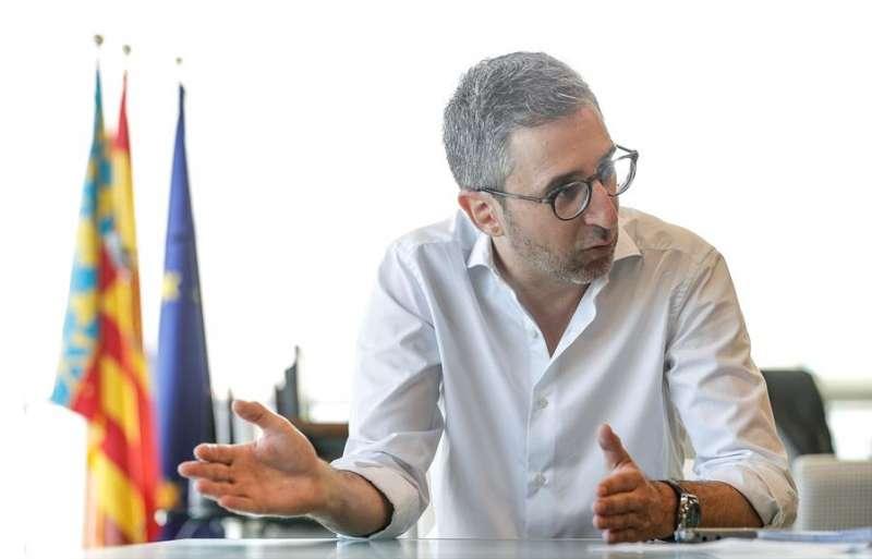 El conseller de Política Territorial, Obras Públicas y Movilidad, Arcadi España, asegura, en una entrevista con la Agencia EFE, que es