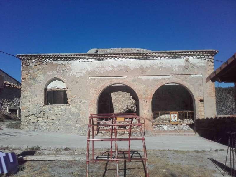 El edificio de las escuelas en obras