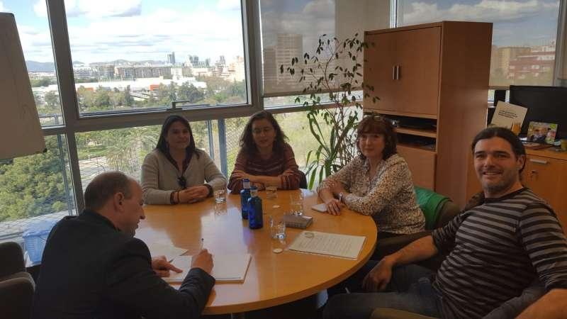 Reunión de los representantes de la Plataforma Morvedre Aire Net con el director general de Cambio Climático y Calidad Ambiental, Joan Piquer. EPDA
