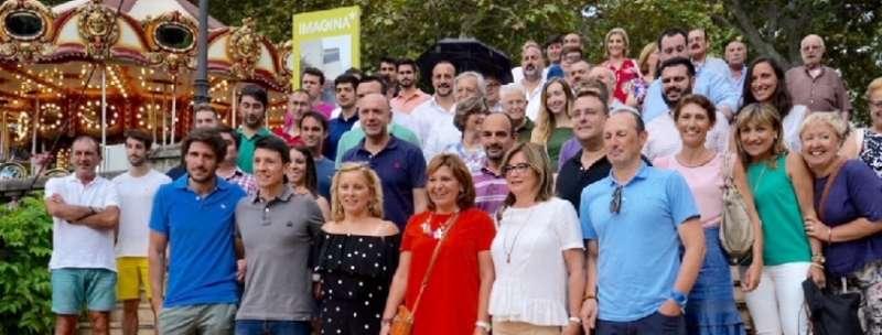 La presidenta del PPCV con compañeros del partido.