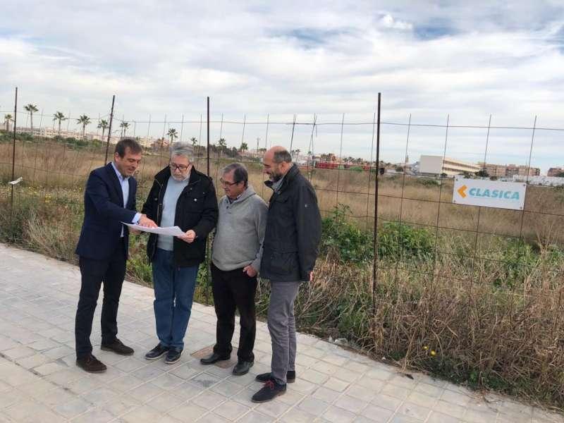 El alcalde de Albal en la visita del parque Benamá.