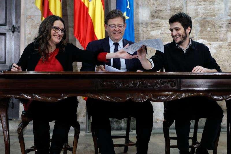Ximo Puig ,Mónica Oltra y Antonio Estañ . EFE/Archivo