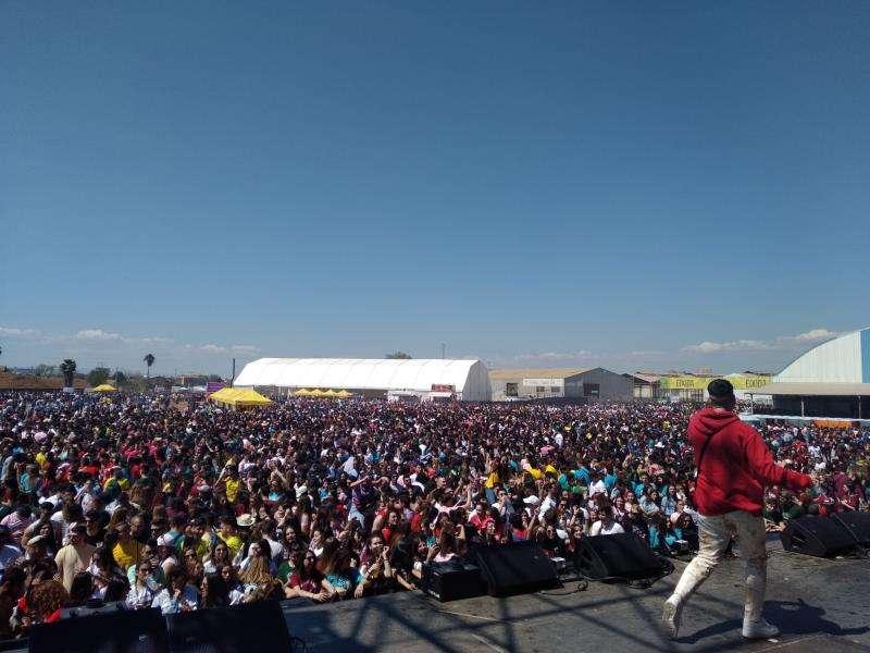 Imagen de la fiesta de las Paellas Universitarias, llena de jóvenes a pesar de que el Ayuntamiento no autorizó la cita. EFE/Arhivo