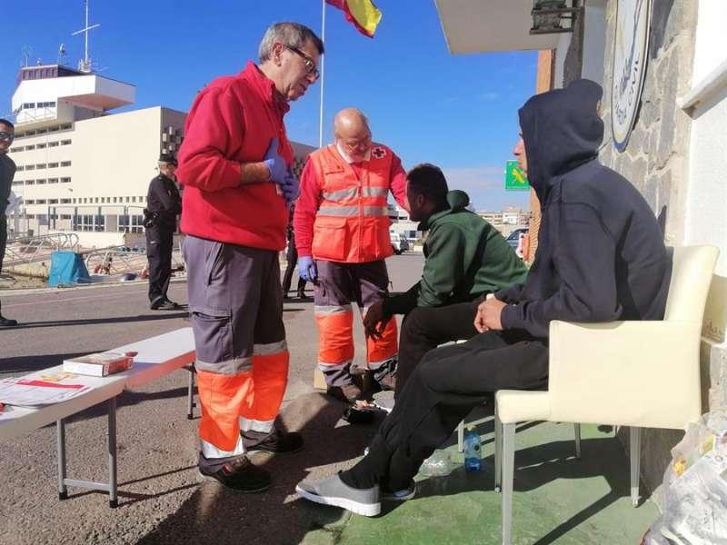 Imagen de los inmigrantes rescatados en Alfàs del Pi este fin de semana. EFE/Cruz Roja