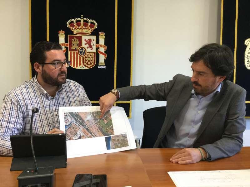 El alcalde de Canet, Leandro Benito y concejal de Urbanismo, Jaime Llinares durante el acto de presentación. Foto EPDA