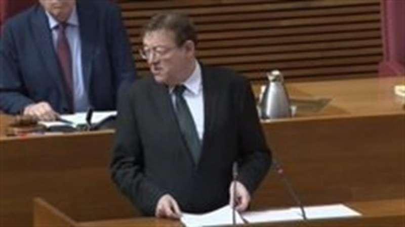 El president Ximo Puig, al comienzo del pleno de hoy, en una imagen compartida por la Generalitat.