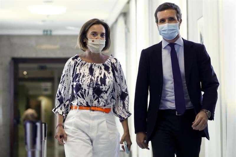 La portavoz del grupo popular en el Congreso, Cuca Gamarra , y el líder del PP, Pablo Casado (d). EFE