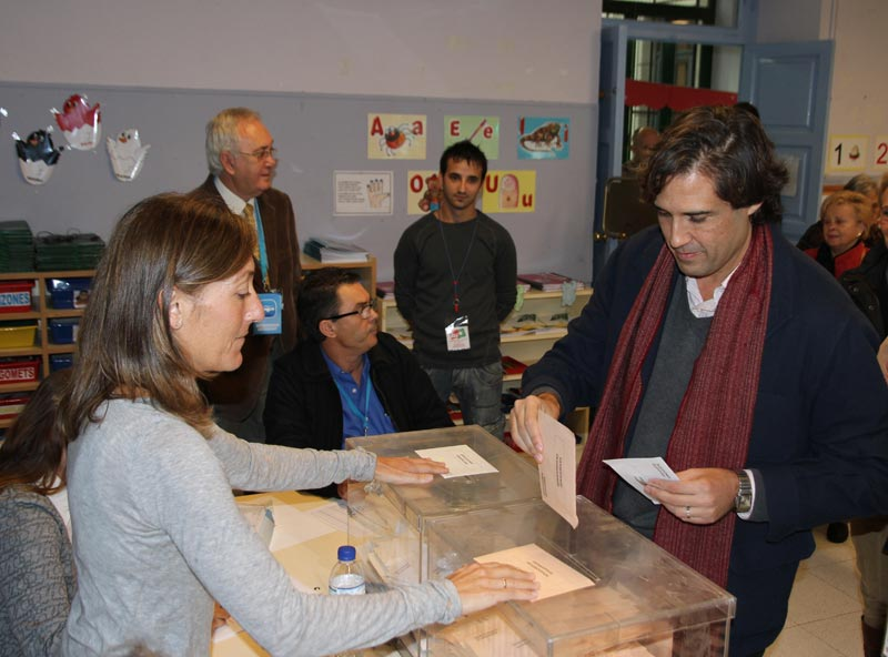 Lorenzo Agustí, alcalde de Paterna, vota el 20N. FOTO EPDA