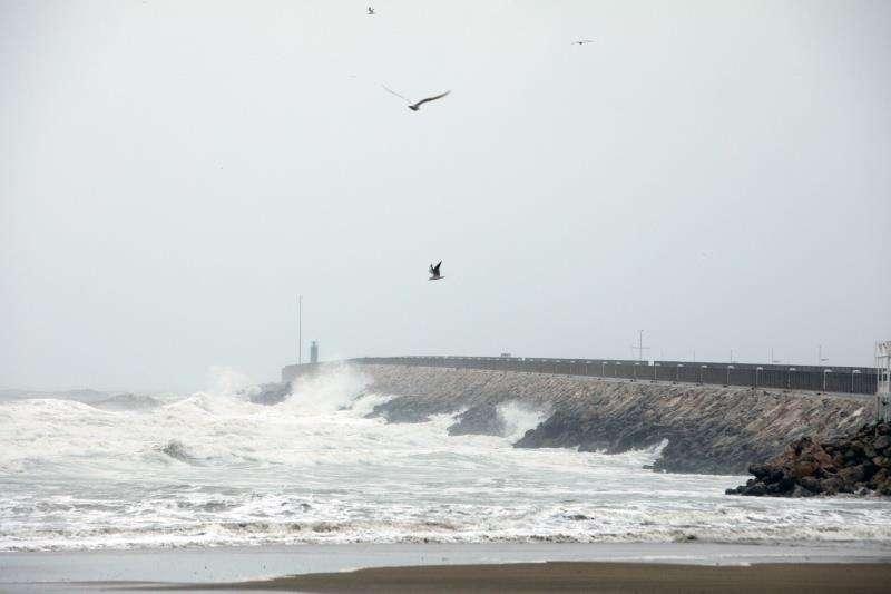 El puerto de Gandia en un día de temporal. / EFE