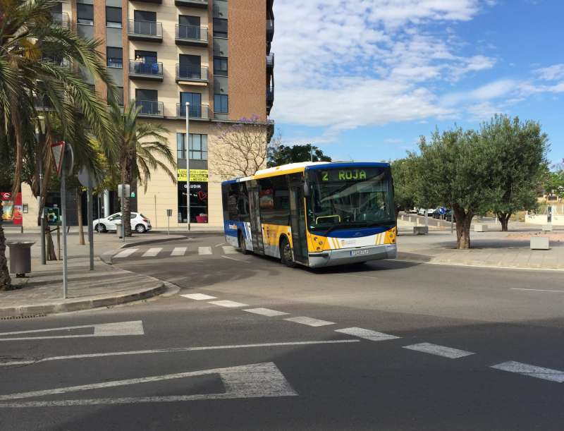 Autobus por las calles de Torrent