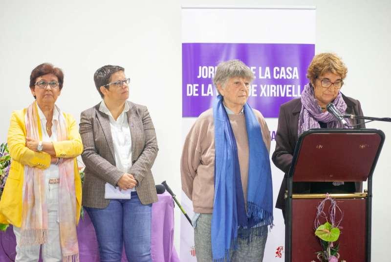 Amparo Esteve i Isabel García junt amb les encarregades d