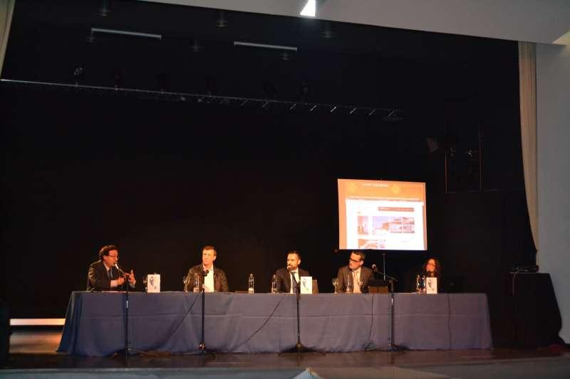 Durante el acto de presentación de AEMBE este martes en la Casa de la Cultura de Beniparrell. FOTO EPDA