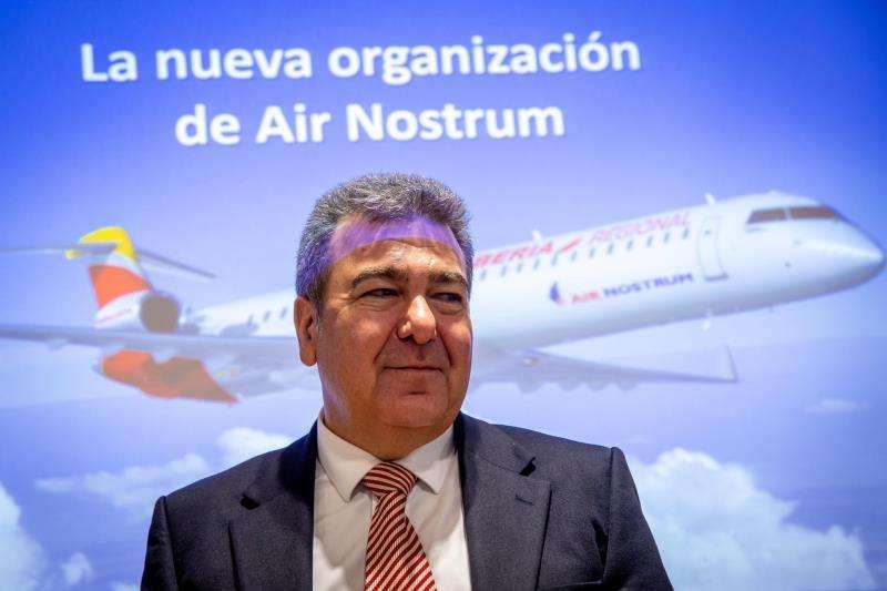 El presidente de Air Nostrum, Carlos Bertomeu, durante la rueda de prensa que ha ofrecido este viernes para presentar novedades de la compañía. EFE